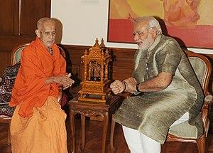 Vishwesha Teertha - Image: Vishvesha Tirtha Swamiji of Pejawar Mutt meets PM Modi