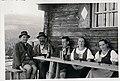 Vor der Trahütterhütte in Osterwitz ca. 1935.jpg
