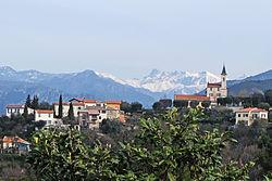 Vue sur l'église de Colomars depuis la route de Nice.JPG