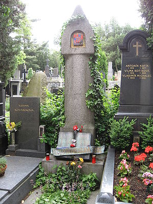 Karel Čapek - Tomb of Karel Čapek and Olga Scheinpflugová at Vyšehrad cemetery