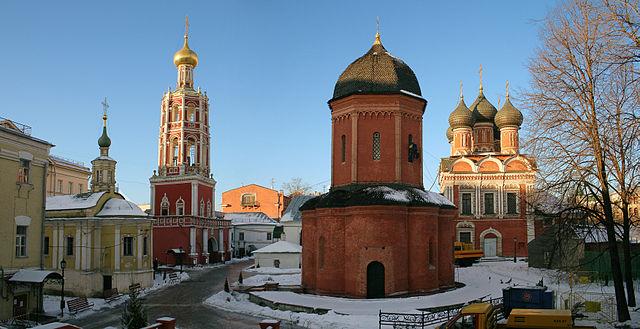https://upload.wikimedia.org/wikipedia/commons/thumb/e/e3/VysokopetrovskyMonastery.JPG/640px-VysokopetrovskyMonastery.JPG