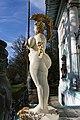 Wien-Penzing - Weibliche Figur von Ernst Fuchs vor der Otto Wagner-Villa - II.jpg