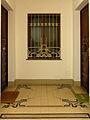 Wien - Majolikahaus - Fliesen und Fenster im Stiegenhaus.jpg