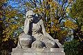 Wiener Zentralfriedhof - Grabsteinfigur am Grab Breschtiak.jpg