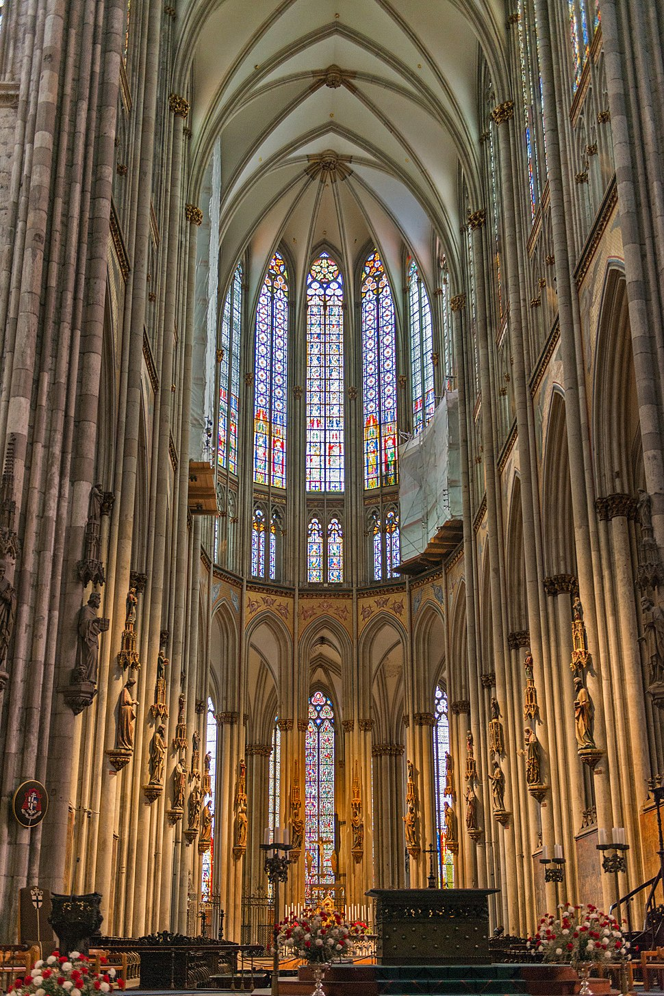 Wiki-01-Choir-of-Cologne-Cathedral.jpg