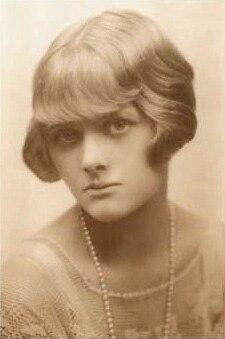 Young Daphne du Maurier