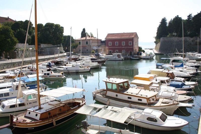 Datei:Zadar-przystan.jpg