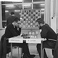 Zone-schaaktoernooi te Berg en Dal , Johannessen (l) tegen B Larsen, Bestanddeelnr 911-8322.jpg