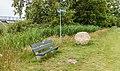"""Zwerfkei (Smâlandgraniet), bij de uitzichttoren """"Seedyk Kiekje"""", Liemerige Wei, Oudemirdum. 10-06-2020 (actm.) 03.jpg"""