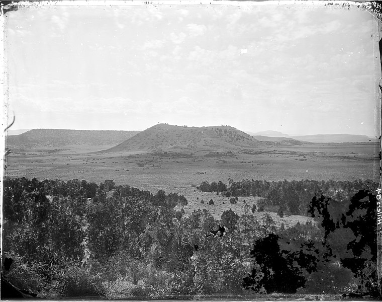 File:(old No. 112)El Tintero, near Chaves New Mexico. The negative appears to have been damaged on right lower corner, but... - NARA - 517758.jpg