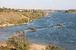 Інженерні підрозділи навели на Дніпрі під Херсоном понтонно-мостову переправу (30431916606).jpg