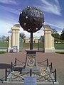 Ворота на территорию Меншиковского дворца.jpg