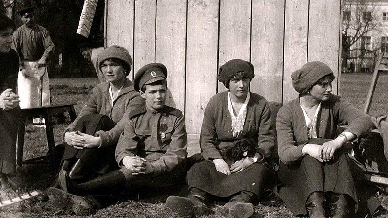 Файл:Дети Александры Федоровны и Николая II в Царском селе.jpg