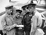 Командир эскадрильи Н.М. Скоморохов ставит задачу своим подчинённым.jpg