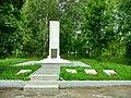 Олонец, братская могила у стадиона, общий вид.jpg