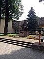 Пам'ятник на площі Шевченка 03.jpg