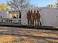 Фигуры на памятнике политкаторжанам в Ангарске.jpg