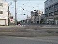 北海道道675号立待岬函館停車場線と国道279号(重複区間)との交差点部(十字街停留場付近、国道側より撮影).jpg