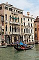 0 Venise, gondolier naviguant devant le Palais Michiel del Brusà (1).JPG