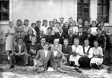 Source Insert 1948. Pupils in front of the school in the village of Ivanovsky. The former home of Karl Scholz. Alternative text