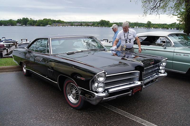 File:1965 Pontiac Catalina 2+2 (14341048546).jpg