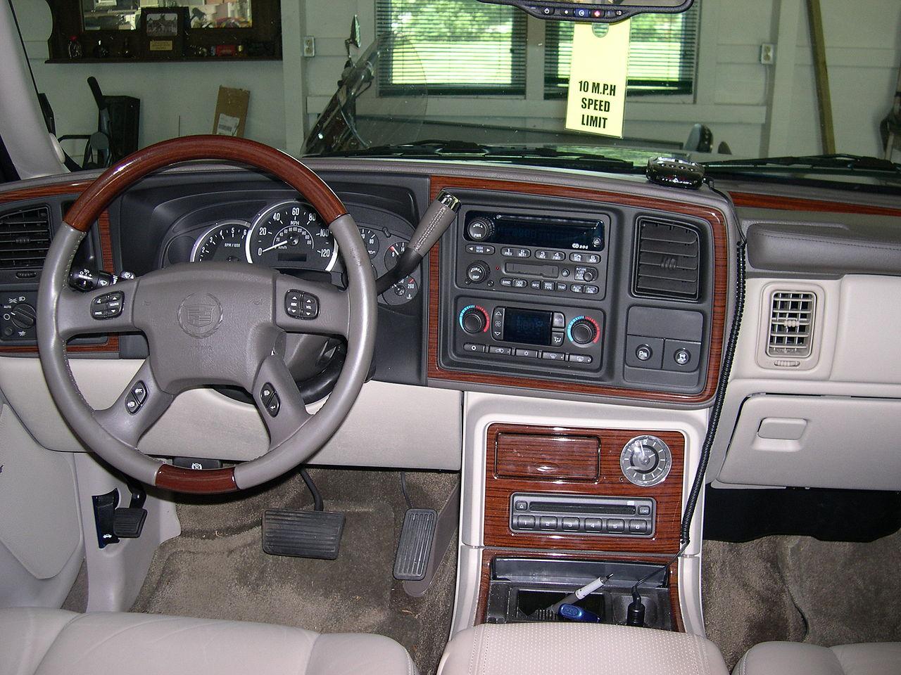 File 2003 Cadillac Escalade Ext Dashboard Jpg Wikimedia Commons
