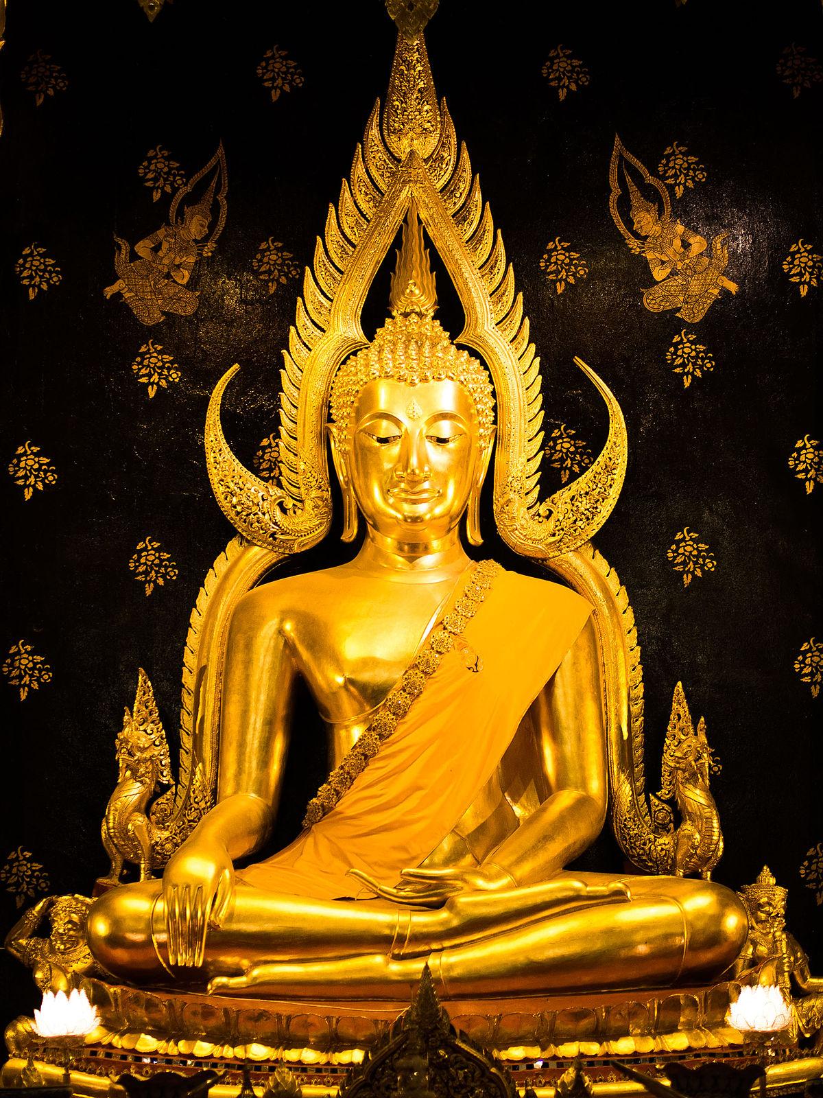 2013 Phra Buddha Chinnarat 01.jpg