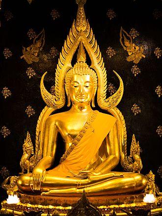 Wat Phra Si Rattana Mahathat - Image: 2013 Phra Buddha Chinnarat 01