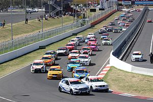 Bathurst Motor Festival - The start of the 2016 Hi-Tec Oils Bathurst 6 Hour.