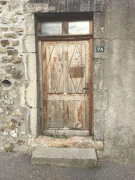Image du village de Saint-Cierge-la-Serre, dans l'Ardèche, en France.