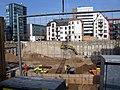 2018-10-18, Neubau der Volksbankzentrale in Freiburg, die ersten Fundamente werden in der 12 Meter tiefen Baugrube.jpg