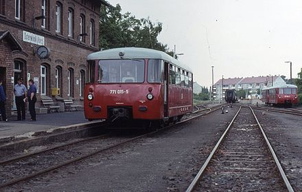 771 015 (left) from the first series with curved windows, and unidentified vehicles from the later series (right) with straight windows in the corners of the cabs