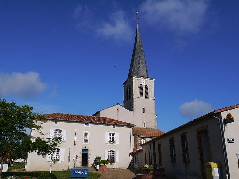 L'église et la mairie.
