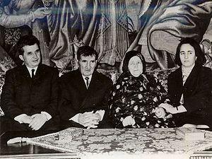 English: Nicolae Ceaușescu (left), his parents...