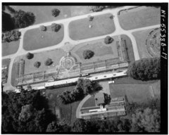 AERIAL VIEW OF GREENHOUSE, LOOKING SOUTH - Lyndhurst, Greenhouse, 635 South Broadway, Tarrytown, Westchester County, NY HABS NY,60-TARY,1B-17.tif