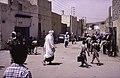 ASC Leiden - van Achterberg Collection - 13 - 25 - Piétons sur une rue sablonneuse - Ghardaïa, Mzab, Algérie - Avril-mai 1981.jpg