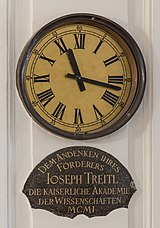 AT-119587 Treitl-Clock in the aula of the academy of Sciences, Vienna 8657.jpg