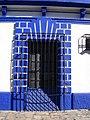 A colonial door, San Cristobal - panoramio.jpg