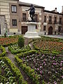 A plaza and garden at Calle Mayor, Madrid 01.JPG