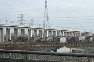 A viaduct of Hangzhou-Ningbo HSR in Ningbo 01.jpg
