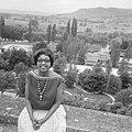 Afhalen van Josephine Baker in Frankrijk Josephine in haar tuin Les Milandes, Bestanddeelnr 912-6479.jpg