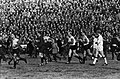 Ajax tegen Feijenoord 1-3. Feijenoord krijgt penalty, publiek stroomt veld op, v, Bestanddeelnr 914-9637.jpg