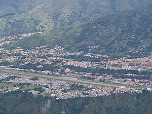 Bienvenidos a mi Ciudad..... MÉRIDA, VENEZUELA - Página 2 300px-Alberto_Canevali_airport