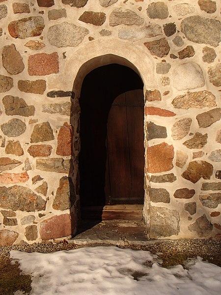 File:Alnö gamla kyrka21.JPG