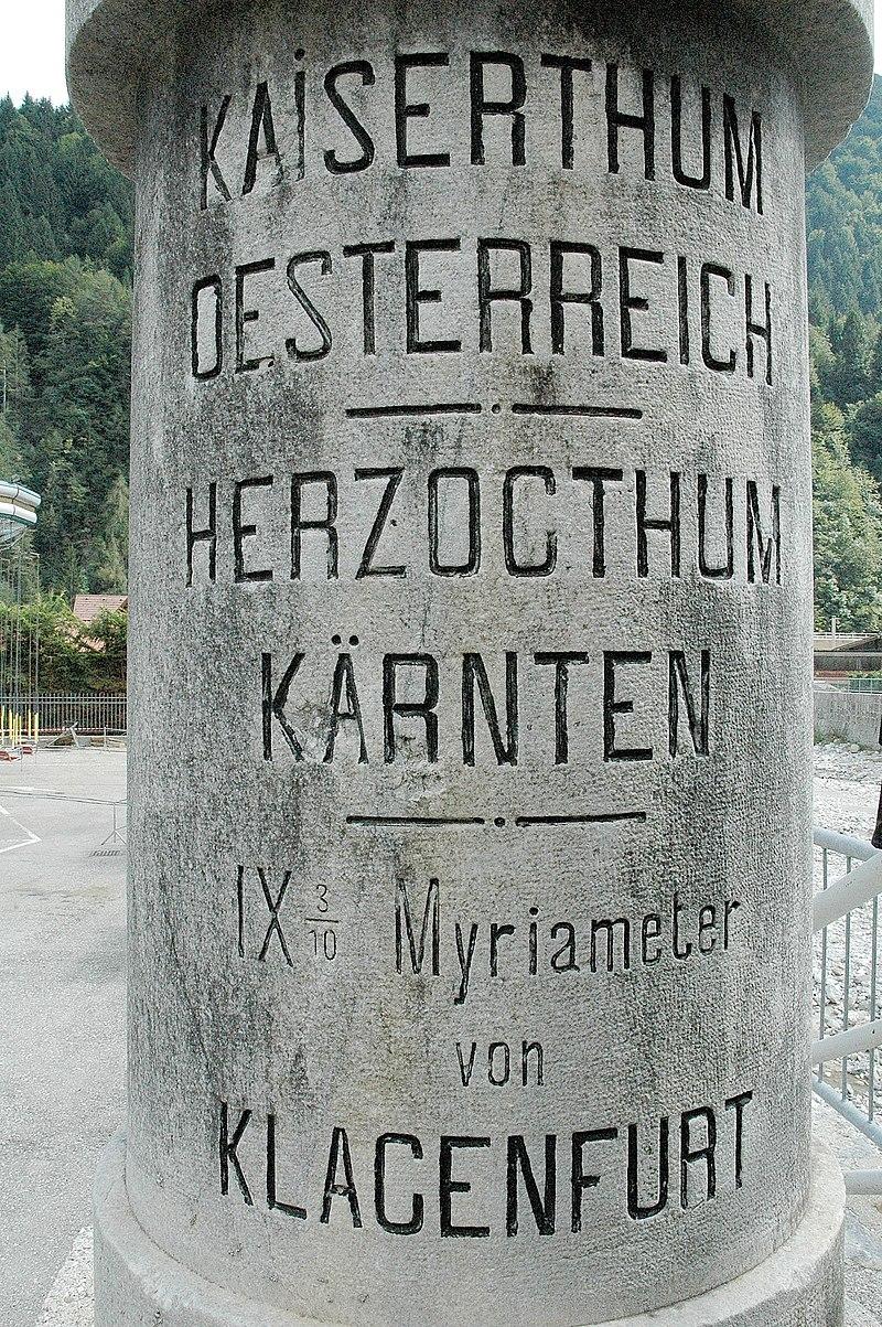 Alter Grenzstein Pontebba 01.jpg