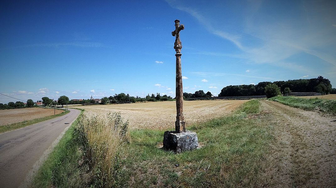 Croix monumentale d'Annoux, dite croix verte, début XIXe siècle située route de l'Isle-sur-Serein à proximité du parc du château de la Garenne