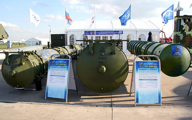 800px-Antey-2500_and_S-400_missiles.jpg