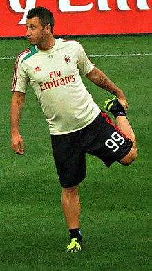 Antonio Cassano durante un riscaldamento ai tempi del Milan
