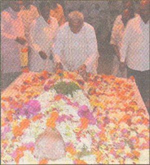 Dattopant Thengadi - Ashok Singhal giving tribute to Dattopant Thengadi.