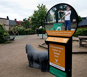 Holder for waste bags at a playground in central Ystad 2020, an initiative of the municipality to stop littering in public places. Avfallspasar - Ystad-2020.jpg